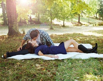 Poradna vztahy - Chtějí muži jen sex?