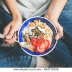Jak zvládat emoce – Jídlo jako trest za úspěch. Před čím vás přejídání může chránit?