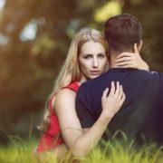 Mezilidské vztahy - Neodbytná tchyně. Manžel se nechce své matce postavit. Poraďte jak si se svou tchýní nastavit hranice